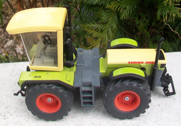 CLAAS XERION 3000