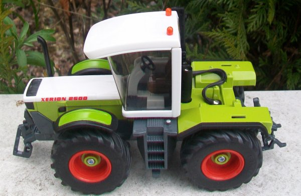 CLAAS XERION 2500    ZWOLLE 2001
