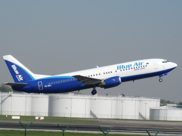 Boeing 737-430 Blue Air