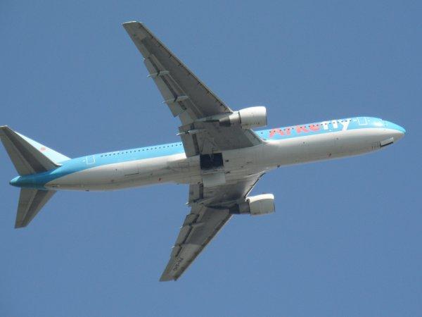 Boeing 767-383 ArkeFly