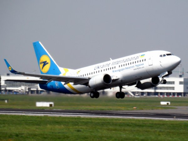 Boeing 737-33R Ukraine International Airlines