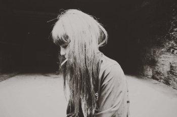 En quoi ça peut m'aider de vous dire que je vois son visage à chaque fois que je ferme les yeux? Que je me réveille en larmes parce qu'il n'est pas là?