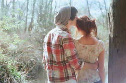Moi, c'que j'n'ai jamais pu apprendre, c'est les grandes leçons de grammaire, toutes ces règles difficiles à comprendre qui vous font dire des phrases de travers... Les terminaisons jamais pareilles, qu'elles soient pluriel ou singulier, moi qui n'ai connu qu'un soleil, celui qu'Angélique fait briller! Moi c'qui m'a toujours plu, c'est les phrases simples et jolies : « Mademoiselle, je me suis aperçu que vous êtes l'amour de ma vie ! »