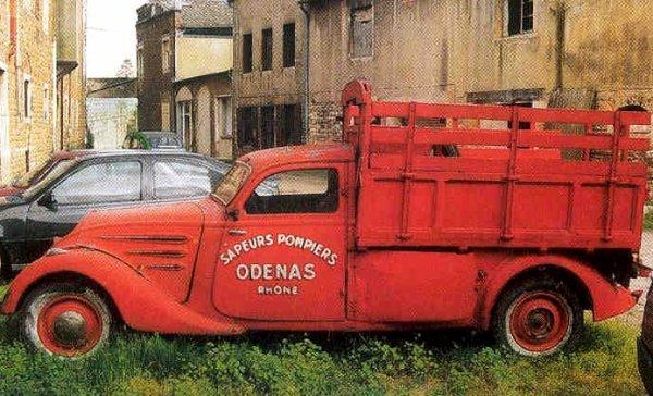 Peugeot 402L d'Odénas (69)