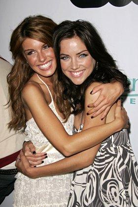 Un véritable ami, c'est celui qui te soutient alors que tous les autres te laissent tomber..