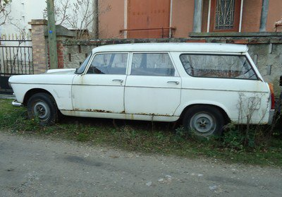 Peugeot 404 break aux fines herbes