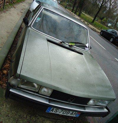 Peugeot 604 à l'abandon