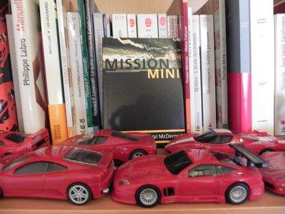 Automobiles, livres et plans com'