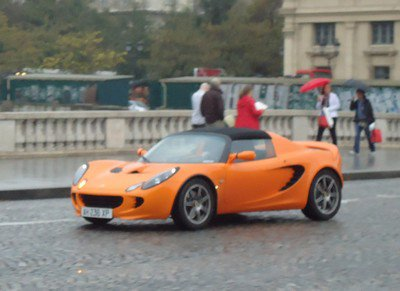 Une Lotus Elise dans Paris