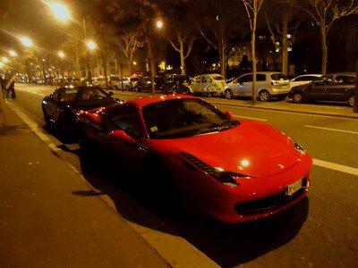 Une rue de Paris, la nuit...