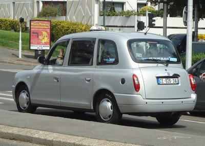 Taxi londonien de Chine à Paris