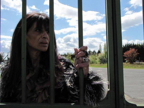 L'actrice Marina Seton dans le clip 'C'est triste'