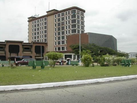 Naissance en 1982 à Libreville - Gabon - de Jann Halexander