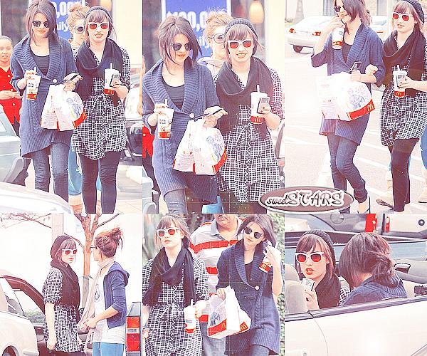 . Selena Gomez & Demi Lovato ont été vu sortant de Mac Donald  le 1er novembre 2008  .
