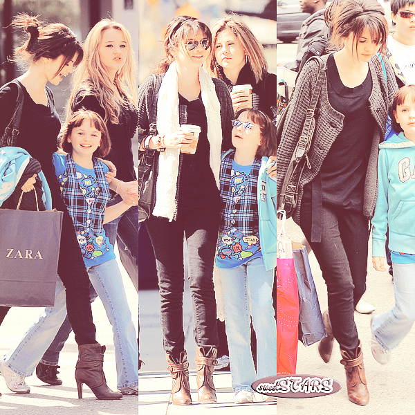 . Selena Gomez faisant du shopping dans les rues de Vancouver  le 19 avril 2009  .