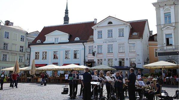 l'Estonie se dote d'un fonds qui vise à rendre la pratique musicale accessible à chaque enfant. Un cadeau que le pays offre à ses citoyens pour son centenaire en 2018.