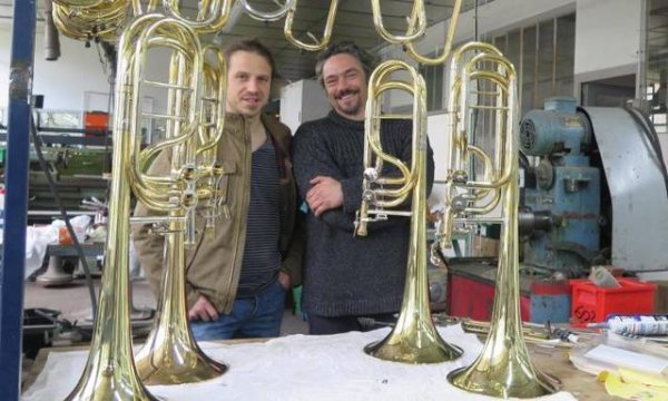 Commune Amboise Indre-et-Loire - Musique Dans L'Atelier du 104 l'artisanat joue à pleins tubes