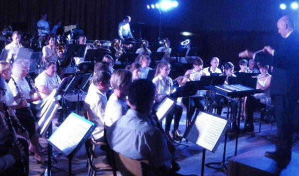 Commune Saint-Pierre-des-Corps Indre-et-Loire   Deux harmonies pour un concert