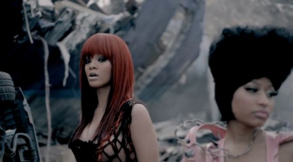 "Clip : Nicki Minaj et Rihanna sauvent le monde dans ""Fly"""
