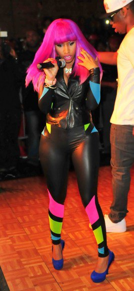 Robin Roberts dresses as Nicki Minaj: GMA rocks out in NYC