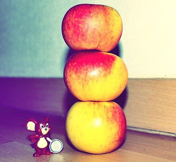 Haute comme trois pommes.