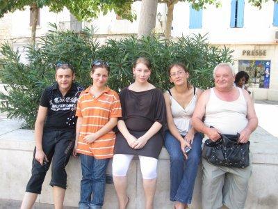 ma soeur et mon frere et mes deux nieces et mon papa
