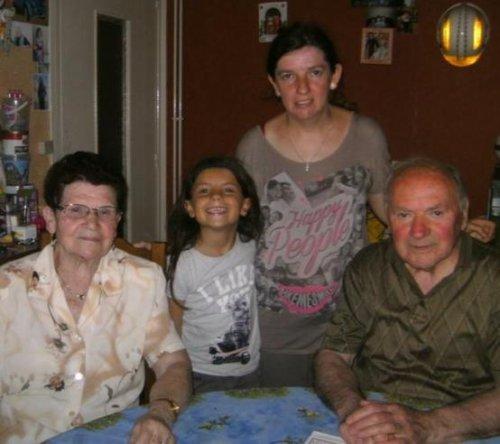 mes beaux parents et ma femme et ma fille et moi