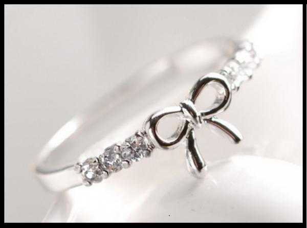 Produit n'73 ; Bague noeud, faux diamants