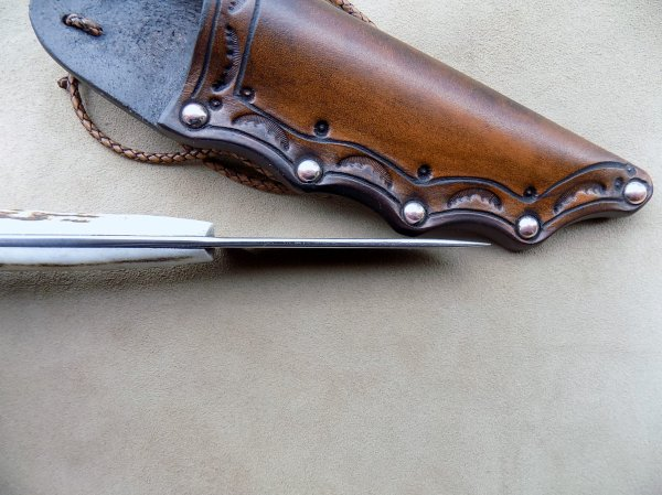 couteau de cou forgée plaquette en cerf