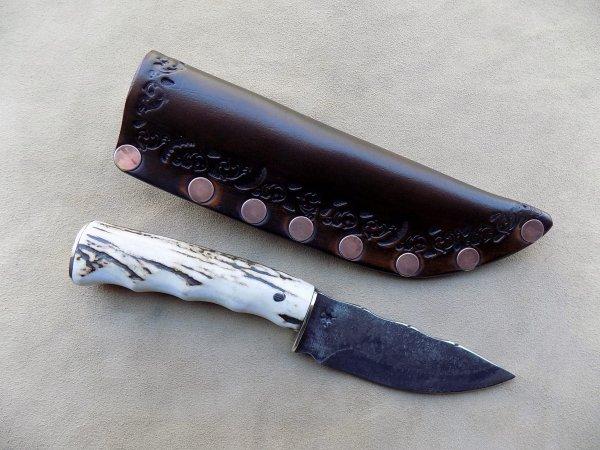 couteau droit lame forgé manche en bois de cerf étui cuir