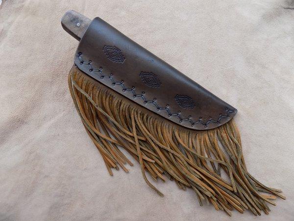 couteau droit lame forgé manche en bois de noyer étui cuir