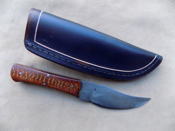 couteau droit lame forgé manche en bois  d'amourette étui cuir