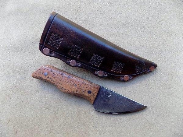 couteau droit lame forgé manche en bois de fer étui cuir
