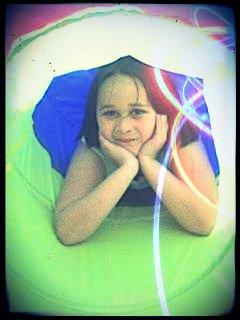 « Un arc-en-ciel est multicoleur, et toi aussi tu as une couleur. Oui ton coeur !
