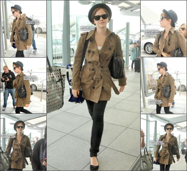 . 08/07/11 : Emma s'est rendu à l'aéroport d'Heathrow pour prendre un avion à destination de New York. Tenue : Je n'aime pas réellement sa tenue, mais elle n'est pas horrible à voir. Je lui accorde un bof. Et toi ? .