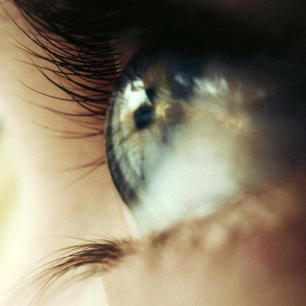 Ses yeux rivés dans les tiens peuvent te faire plus mal que ce que tu imaginait...