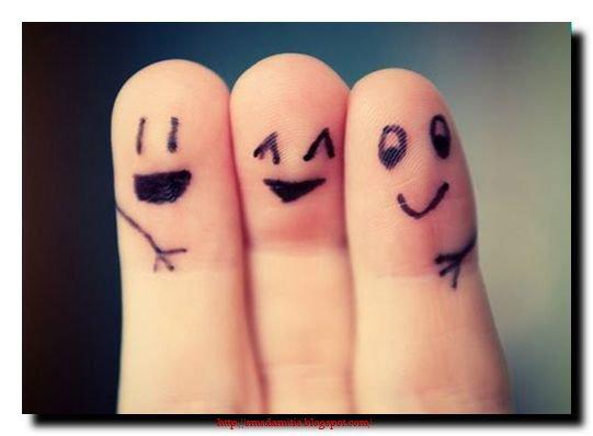 Une vraie amitié ne meurt jamais, elle connait des hauts, des bas, quelques fois des virgules mais jamais de POINT final... La vraie amitié est celle qui survit aux épreuves, à la distance, au changement de statuts, qu'il soit matrimonial ou social.. Dans la vraie amitié y'a de l'amour, comme dans le véritable amour y'a de l'amitié..! #DieuMerci #VraieAmitié