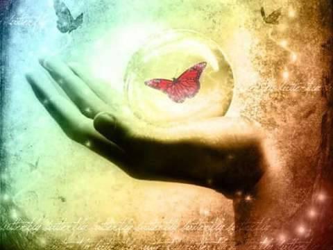 La main qui vous aide à vous relever après une chute est la plus sincère que celle tendue hypocritement