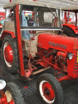 voici un d217 avec barre de coupe tracteurs. Black Bedroom Furniture Sets. Home Design Ideas