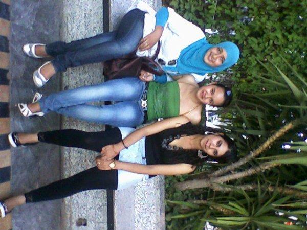 moi et mes amies :)  :(