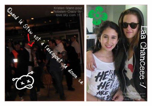 """Encore une escapade pour la miss Stew ? Eh bien apparemment oui. Puisque nous l'avons vue dans l'aéroport de Ezeiza en Argentine [ Pour son film """"On the road""""] . Et non son Chéri; Mister Pattinson, n'était pas avec elle. :( Elle a eu le temps & a,bien voulue prendre la pose au côté d'une fan.  [ -Qu'elle veinarde .. Hein Kim ! :/ Même pas nous d'abord. x)]. MERCI LES GENS ! ❤  Vous êtes phénoménales. :O 680 commentaires; 146 amis, 203 visites & 3fans en 24H.  Merci beaucoup. :$ Grâce a vous tous! :D"""