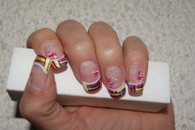 Construction et rallongement de plaques résine, nail art au gels de couleurs, peinture et vernis à ongles
