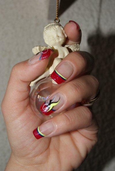 Pose et Rallongement de plaque résine nail art gels de couleurs et vernis paillette rouge transparent