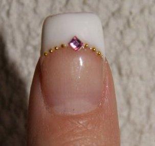 Rallongement de plaque résine finition gel déco strass carré rose et microbilles dorés