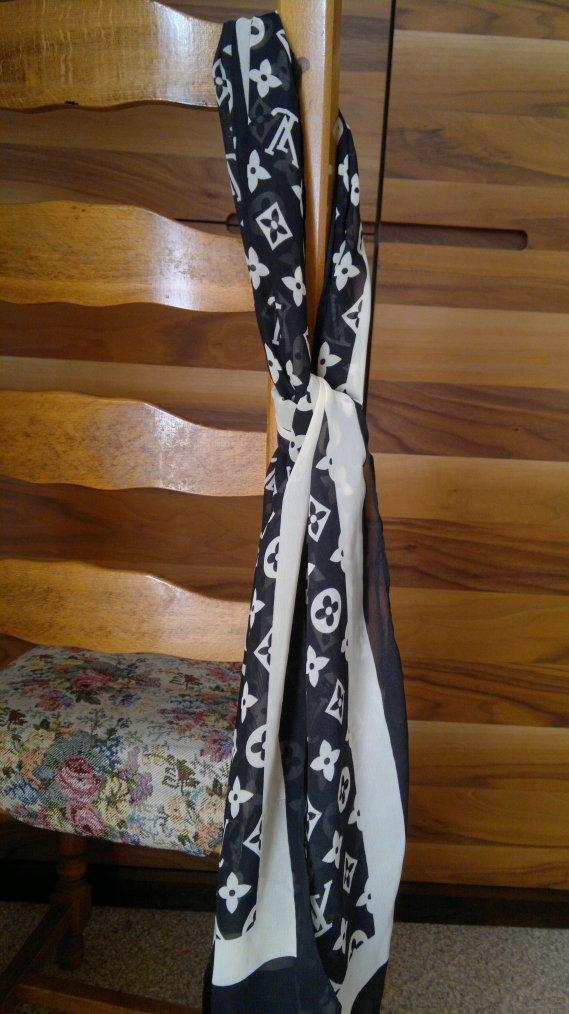 foulard style LOUIS VUITTON : 20 ¤