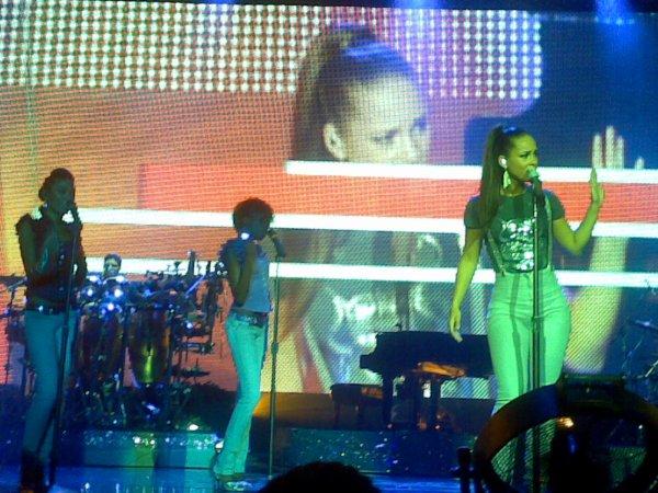 Un pti concert d'Alicia Keys c'était une tuerie! Tout devant en plus.