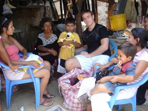 distribution de cadeaux et fringues au gens