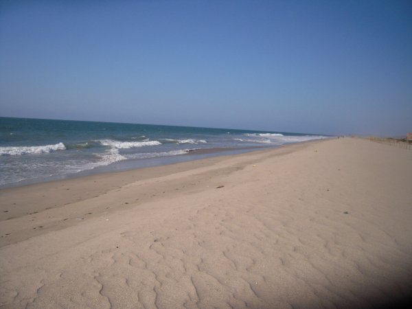 vue a droite. Si ca c'est pas une plage paradisiaque je sais pas ce que c'est!