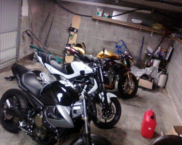Une nouvelle fille dans mon garage, ma Benelli 1130 café racer, une tuerie !!