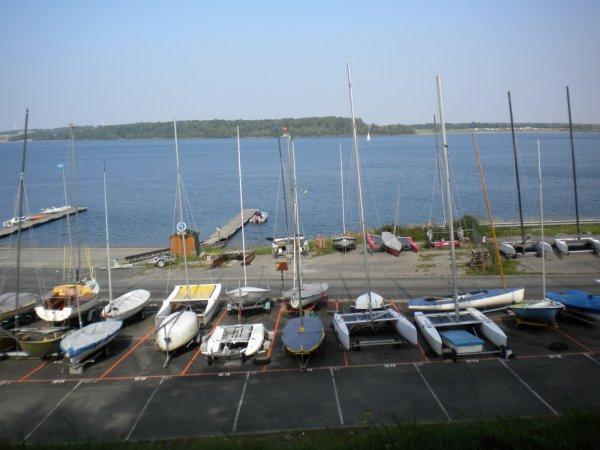 les bateau du barage de l'eau dheure